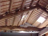 mansarda in travi di legno antico